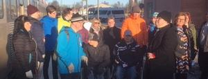 35 personer från FUB Ludvika/Smedjebacken gjorde i lördags en tågresa i pannkakans tecken och där målet var Kopparberg. På bilden syns några av de glada resenärerna. Foto: Kerstin Löfgren.