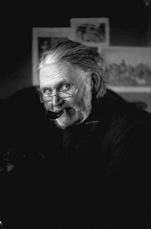 En gång i tiden fann du en skomakare i nästan varje by. Här i bild ser man Dov Lars, som var skomakare i Sollerön. Foto: Karl Lärka / Mora bygdearkiv.