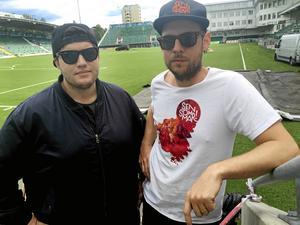 Dino Vulic och Oscar Westerlind, projektledare för Sensommar. Nu backar de om att besökare inte får ta med sig  diabetessprutor.