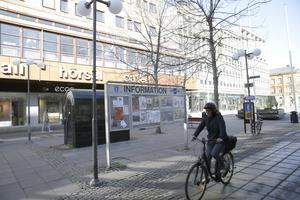 Kommunens informationsskylt på Storgatan.