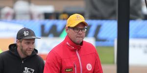Conny Ohlsson har fortsatt förtroende hos styrelsen, trots Rospiggarnas dåliga säsongsstart.