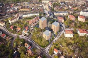 Foto: Nynäshamns kommun/BTH Bostad   Fotomontage som visar BTH Bostads planerade flerfamiljshus på Höjdgatan i Nynäshamn, sedda från luften.