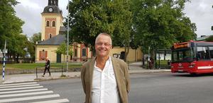 Mats Berggren är så mycket Södertäljeson som man kan vara; född och uppvuxen i Södertälje, har bott i flera olika bostadsområden i stan, gått grundskolan på Blombackaskolan och Wasaskolan, gjort lumpen på Ing 1 och jobbat på Scania.