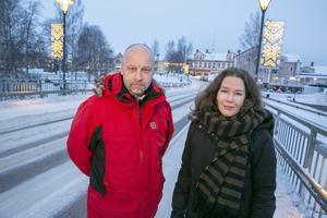 """""""Kan inte den vackra arkitekturen i Noret får rinna över till Åkerö istället"""", menar Anders Ståhl och Maria Klevemark."""