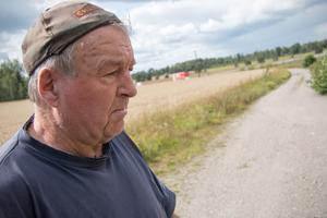 Bengt-Åke Klevenhaus  vill inte ha cyklister på det han anser är hans tomtmark.