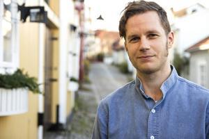 Anders Wesslén, museiman, historiker och Joe Hill-forskare, vid Joe Hills barndomshem i Gamla Gävle.