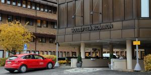 Fyra personer med politiksa uppdrag som lämnar efter maktskiftet i Sollefteå kan lyfta stora pengar utan att krav på arbete.