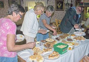 36 olika sorters kakor fanns framdukat och det lockade alla fikasugna.
