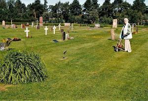 1993 besökte Anna-Greta Widén sin pappas grav i Mora för första och enda gången. Foto: Privat