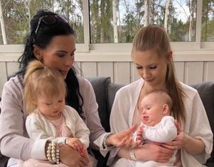 Susanna med dottern Ida och barnbarnen Vanessa och Vendela.