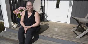 Carina Donselius har under lång tid kämpat för att slippa betala den sanktionsavgift som kommunen har ålagt henne för att hon och hennes familj flyttade in i sitt nybyggda hus utan att ha fått ett skriftligt slutbesked. Nu har hon fått rätt i Mark- och miljödomstolen.