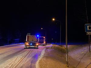 Räddningstjänsten kom och kontrollerade att branden var ordentligt släckt. Foto: Johan Backman