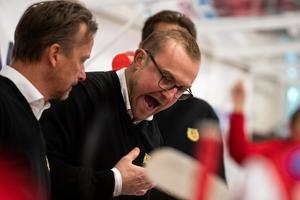 Jeff Jakobs blev arg när spelarna inte gjorde som han hade sagt i första pausen. Foto: Daniel Eriksson/Bildbyrån
