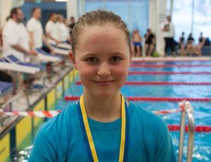 Emma Bergqvist, 9, var en av guldmedaljörerna under tävlingarna i Njurundahallen.