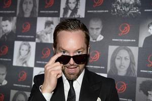"""Låtskrivaren och musikproducenten Andreas Carlsson fyller 45 år. I Sverige är han mest känd som jurymedlem i """"Idol"""" och """"X factor"""