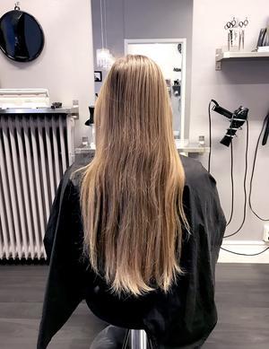 Bilden togs hos frisören precis innan håret klipptes av.