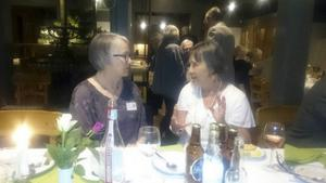 Karin (Magnusson) Pääjärvi och Anna Roland pratade gamla minnen.