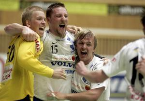 SM-final. Erik Axelsson jublar ikapp med lagkamrater efter att IFK Skövde slagit ut Sävehof i semifinalen. På lördag kan jublet intensifieras ytterligare om Erik och hans polare även trycker dit Hammarby i fighten om SM-guldet.