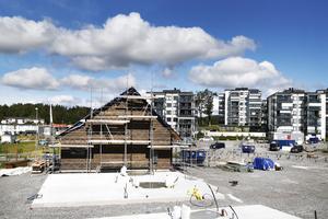 Vi som bor i Solbacka Strand är invånare och skattebetalare i Norrtälje men det verkar som om det som finns utanför den innersta stadskärnan betraktas som landsbygd som man kan behandla lite som man vill, skriver Jan Trydal och Ann Törner.