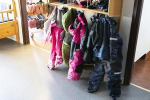 Barnskötarna har fått kalla handen i Leksand under många år men bristen på personal inom barnomsorgen gör att kommunen ändrar sitt tidigare beslut.