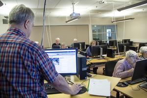 Studiecirkel i internetkunskap i Söderhamn.