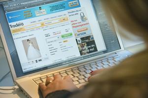 I Dalarna byter 1 000 secondhand-plagg ägare varje vecka. Barn- och damkläder är det som säljs mest.