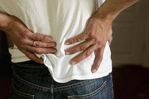 Ont i ryggen? Använd inte smärtlindrande gel om den innehåller diklofenak, råder läkemedelskommittén i Gävleborg. Bild: Christine Olsson, TT.
