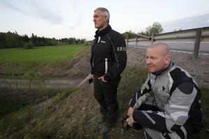Peter Hellberg och Pierre Larsson åkte på sina motorcyklar och var ute och tittade efter björnen.