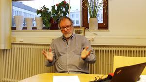 Per-Arne Frisk menar att tiggeriet skulle ha stoppats för länge sedan och nu vill han att kommunen ska förbjuda fattigdom.