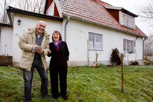 LT:s kulturredaktör Elias Zazi tillsammans med konstnären Marianne Bos Mareng (november 2010).