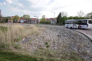 Det kostar antagligen hundratusentals kronor att få en ny gummiduk på plats, tror Ove Heed, projektledare vid gata-park.