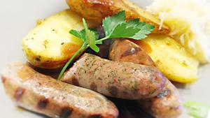 Italiensk salsiccia med surkål och ugnsstekt potatis, lite för sursalt för vår smak.Foto: Lunchkollen