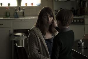 Séana Kerslake och James Quinn Markey i den irländska skräckfilmen