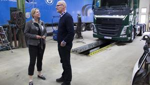 Catharina Elmsäter-Svärd (M), infrastrukturminister, har besökt Ernsts express. Vd Roger Blom berättade.