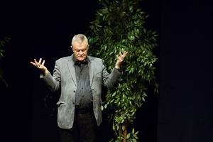 Terry Evans, ett av Sveriges mest kända medium, höll storseans på Hullsta gård i veckan. Flera personer i publiken fick budskap från andra sidan.