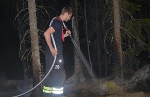 Räddningstjänsten släckte en brand i ett terrängområde på cirka 50 kvadratmeter. Bild: Alexander Koivisto