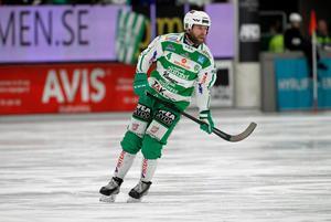 Anders Bruun som lade skridskorna på hyllan efter förra säsongen har startat en utmaning på Facebook för att få in pengar till VSK Bandy.