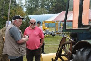 Ulf Karlsson till vänster hade en traktor till salu.
