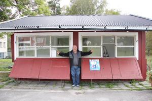 Det har funnits många tankar och idéer om vad kiosken i Ramsberg ska användas till. Från början var Lars-Ove inne på att driva en pizzeria, men nu blir det ett sommarkafé. Reservplanen är göra en gäststuga till förbipasserande.
