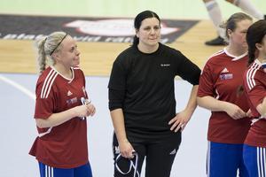 Garphyttans målvakt Malin Hulldin var en vägg i målet i söndagsförmiddagens semifinal mot Sköllersta, där Garphyttan skrällde och vann med 1–0. Finalen mot hårdsatsande ÖFC, som slutade 11–0, blev inte en lika rolig historia.