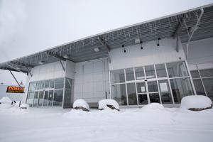 Systembolaget i Hemlingby köpcentrum utökar och flyttar in de lokaler som stått tomma i flera år. Svenska Handelsfastigheter äger butikslängan där bland andra Systembolaget, Elon och Lekia ligger.