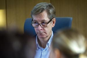 Kommunchefen Anders Johansson sökte nytt jobb i Enköping. Nu förlängs rekryteringsprocessen.