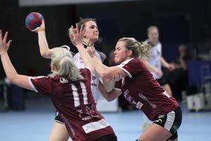 Viola Paulsen och VästeråsIrsta kommer få slåss om att klara slutspelsplats om man ska tro konkurrenterna.