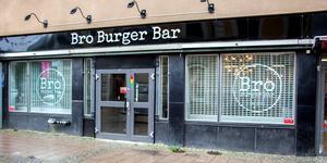 Oscar Grönfors äger Bro Burger Bar tillsammans med Robert Lindqvist och driver den tillsammans med sin fru Charlotta Green.