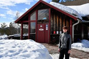 Annika Backman framför  kaffédelen på Spjutmo rastplats.