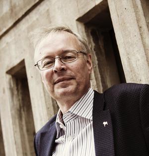 Dåvarande kommunalrådet i Falun, Mikael Rosén (M), utmanade dalamoderaternas kulturpolitik.