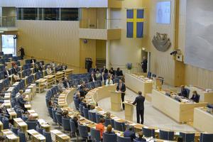Riksdagsledamöterna får påökt med 1500, tio gånger mer är snittpensionären. FOTO: Bertil Ericson/TT