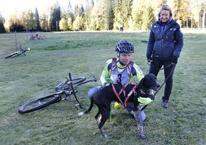 Göran Olsson och hunden Sosa som tävlar för Hällefors BK tillsammans med Gunilla Olsson.