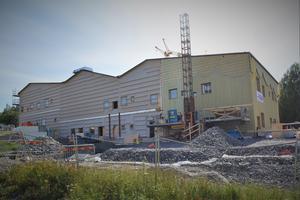 Mellan Ängetskolan och Skogsgläntan i Gullänget är byggnationerna av Ängsmarkens förskola i full gång.