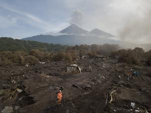 Den 3 juni 2018 fick vulkanen Fuego i Guatemala ett utbrott som tvingade tusentals människor att lämna sina hem. Foto: Rodrigo Abd/AP